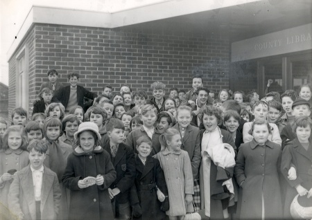 School children at Kingswood Library (1961)